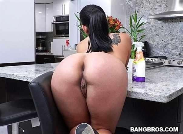 Juicy Thick Latina Cleaned My House And Cock