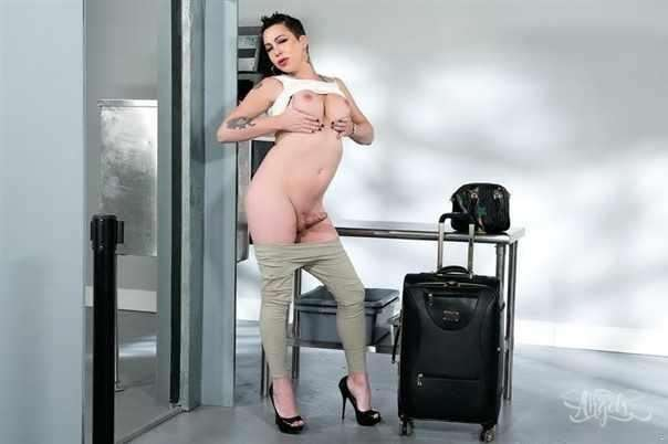 Ts  Danika Dreamz | Whats In Her Pants?