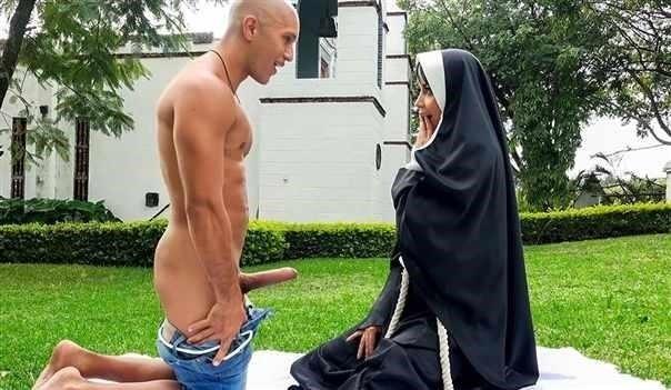 Yudi Pineda - Dirty Nun Fucks The Gardener [HD/720p]